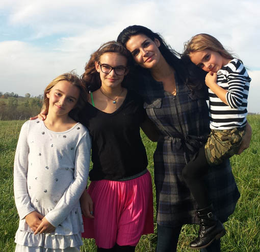Angie Harmon and her daughters. (TLC)